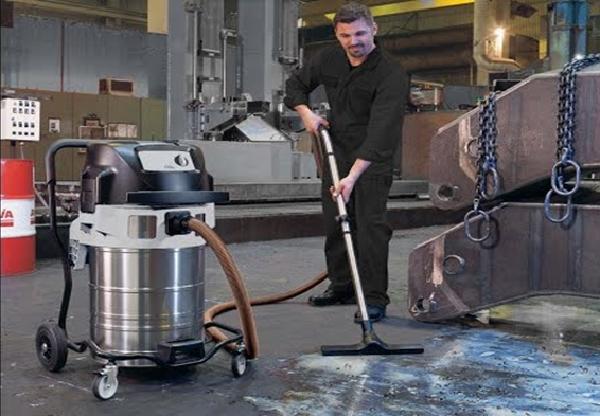 Máy hút bụi được sử dụng trong vệ sinh nhà xưởng