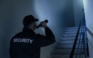 Nhiều rủi ro mà người bảo vệ ca đêm phải đối mặt