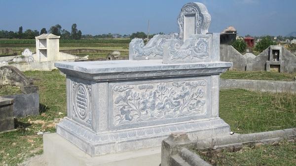 Mộ đá điêu khắc hình đầm sen