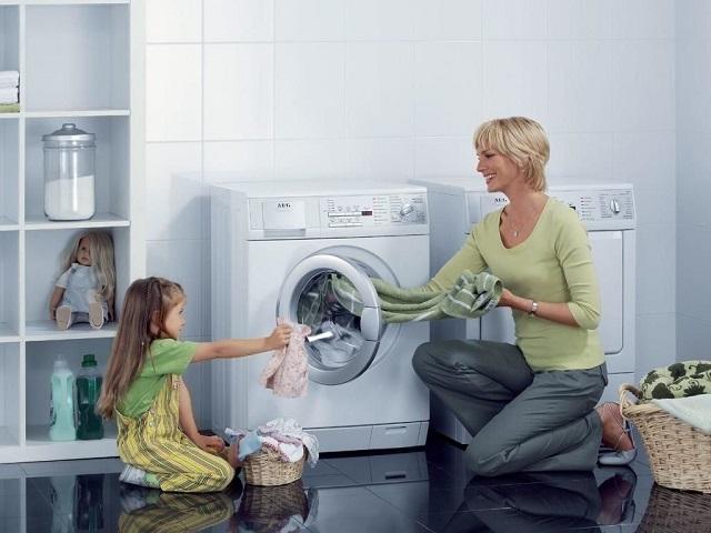 Quần áo bỏ quá lâu trong máy giặt sấy sẽ tạo nếp nhăn