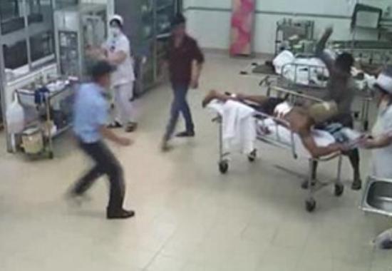 Bệnh nhân và người nhà bị hành hung