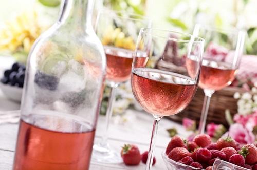 Giá rượu nho Ý nhập khẩu thích hợp với người mua
