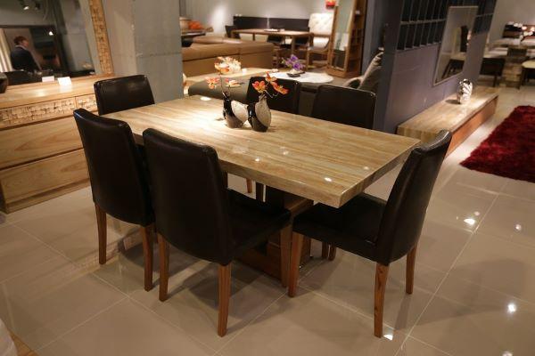 Hướng để bàn ăn xoan đào 6  ghế đúng cho gia đình