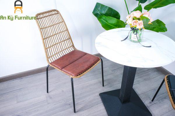 Mẫu ghế cafe giá rẻ sân vườn đơn giản, tinh tế