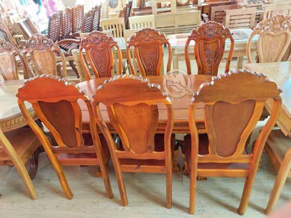 Được làm bằng gỗ Tràm với thiết kế khá đơn giản làm cho bộ ghế trở nên rất sang trọng và đẹp mắt