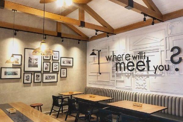 Bàn ghế cà phê phong cách mộc tạo không gian sang trọng và lịch sự