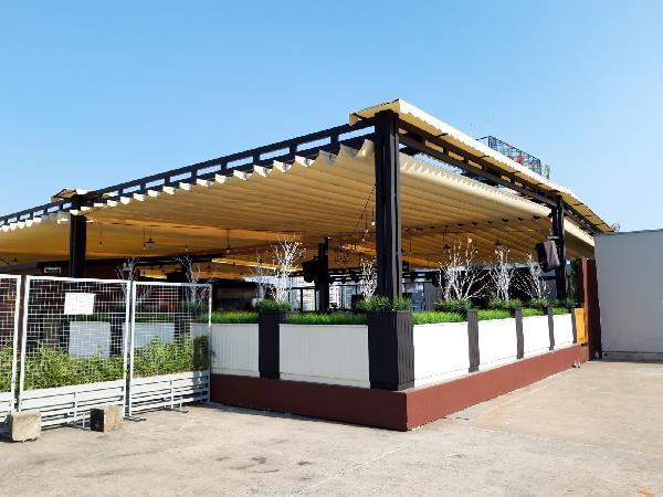 Cấu tạo và cơ chế hoạt động của mái bạt xếp quán cafe
