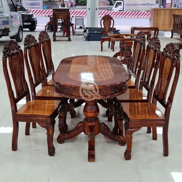Màu sắc tự nhiên của gỗ làm cho bộ ghế trở nên rất sang trọng