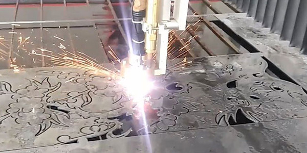 Thiết lập đường cắt và tiến hành cắt khắc ra mẫu
