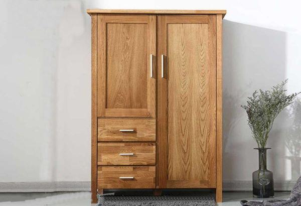 Tủ quần áo gỗ tự nhiên nhỏ gọn với thiết kế đơn giản nhưng vẫn tạo nên nét đẹp quý phái